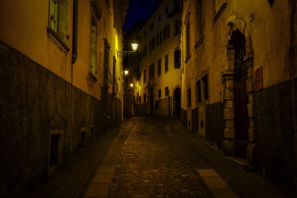 alley-architecture-buildings-246316
