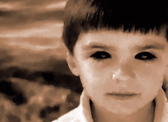 Black_eyes_by_megamoto85_(cropped)